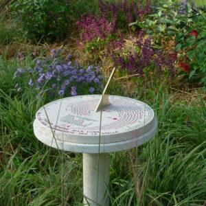 Meridiana da giardino, solare e lunare. Sundial for garden, solar and lunar