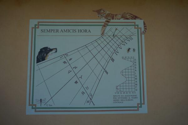 Orologio solare affrescato. Frescoed sundial facing west
