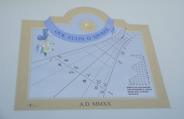 Meridiana realizzata su parete. Sundial made on the wall